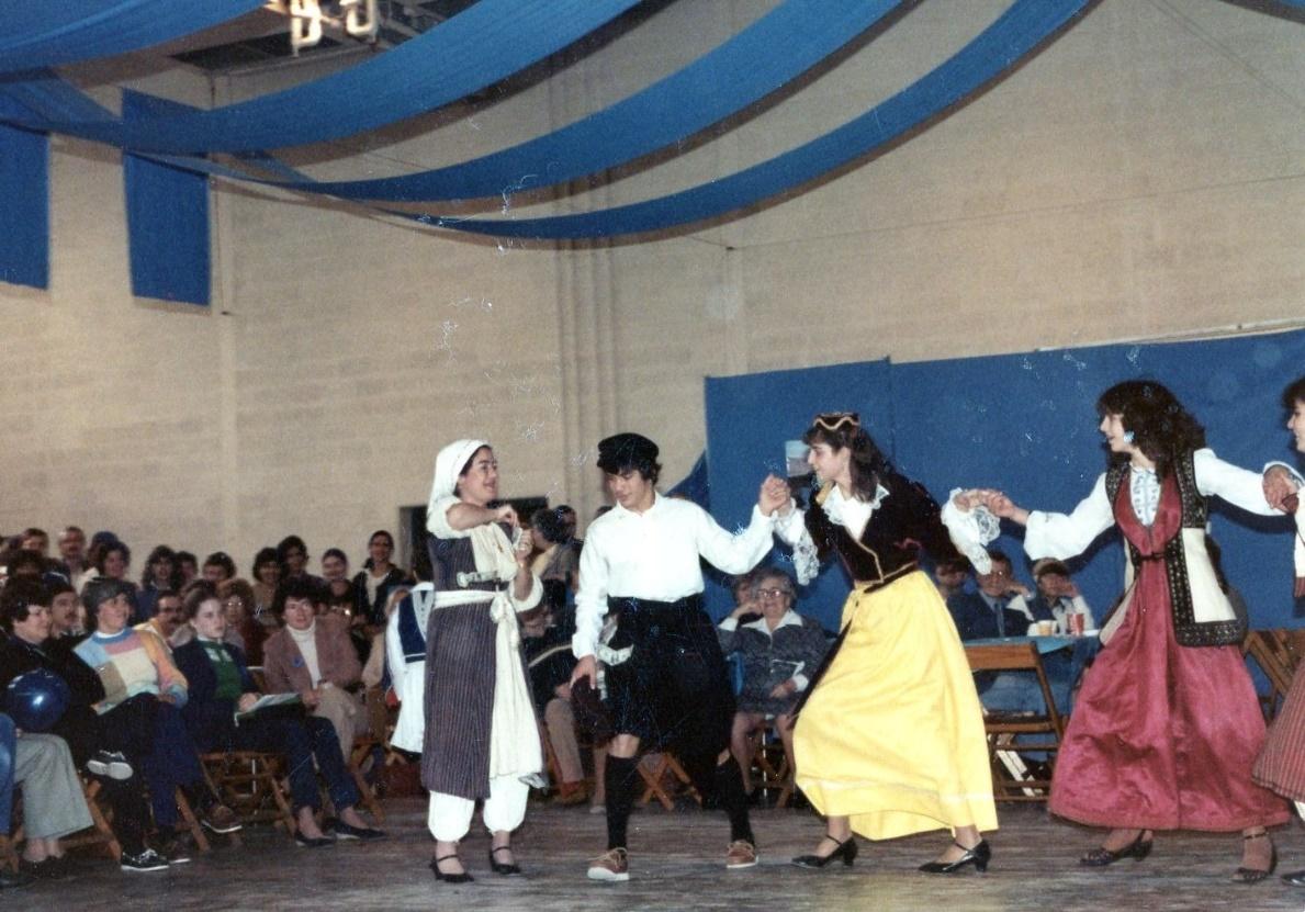 D:\SCANNED.AS\Greek.Festivals.Dancers\img252.jpg