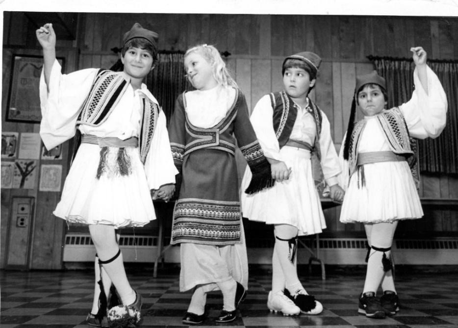 D:\SCANNED.AS\Greek.Festivals.Dancers\img393.jpg