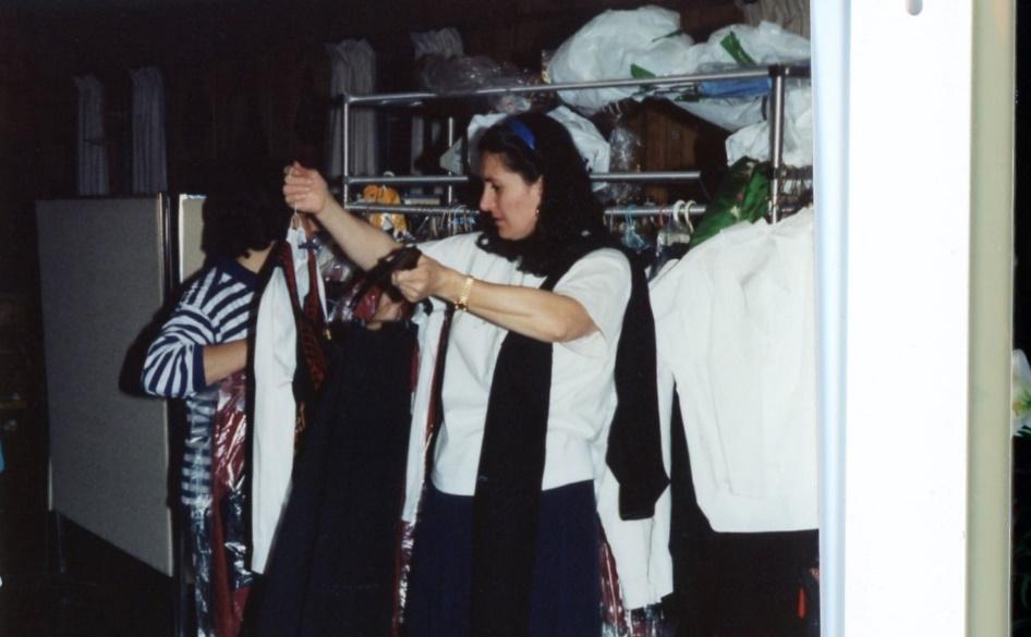 D:\SCANNED.AS\Greek.Festivals.Dancers\Kyriakoulla.costumes.jpg