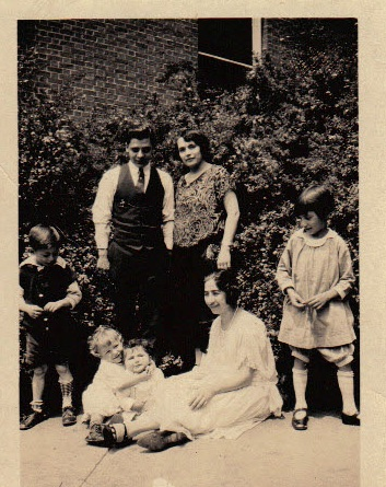 Pete Bounelis and family with Theresa 1927